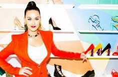 گلوکارہ کیٹی پیری نے اپنے ڈیزائن کردہ جوتوں کو متعارف کرا دیا