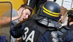پولیس اور فٹبال کے شائقین کے درمیان تصادم کے بعد لیل کے شہر میں 36 افراد ..