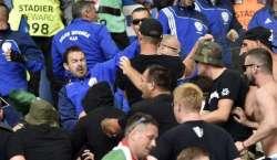 یوروکپ کے سلسلے میں ہنگری اور آئس لینڈ کے میچ کے دوران اسٹیڈیم میں ہنگامہ ..
