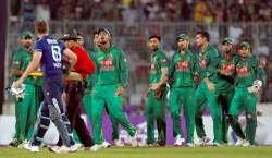 دوسرا ون ڈے ، بنگلہ دیشی کھلاڑی جوز بٹلر کی وکٹ کاجشن مناتے ہوئے آپے ..