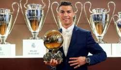 """کرسٹیانو رونالڈو نے چوتھی مرتبہ بہترین فٹبالر کا ایوارڈ """"بیلون ڈی .."""