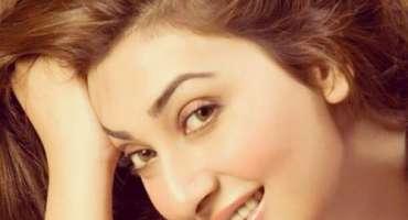 سنیما مالکان فلم انڈسٹری کی بحالی میں مثبت کردار ادا کریں٬ عائشہ خان