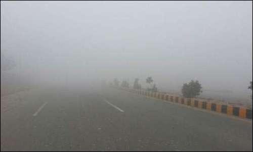 پنجاب میں جاری شدید دھند کا سلسلہ ..