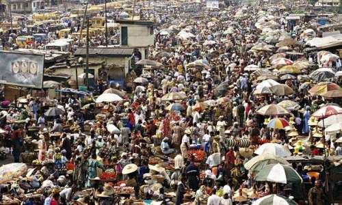 تیس برس میں دنیا کی نصف آبادی ..