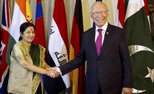 سرتاج عزیز اور بھارتی وزیر خارجہ ..