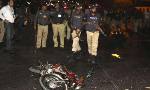 کراچی، مومن آباد تھانے پر کریکر ..