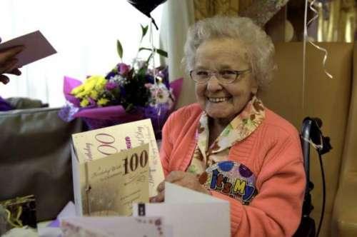 100سالہ بوڑھی عورت نے زندگی میں ..