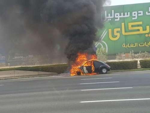 دبئی: شیخ زید روڈ پر کار میں آتشزدگی