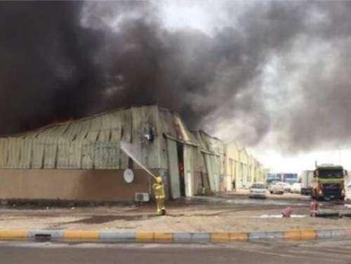 ابوظہبی:گوداموں میں آ تشزدگی ..