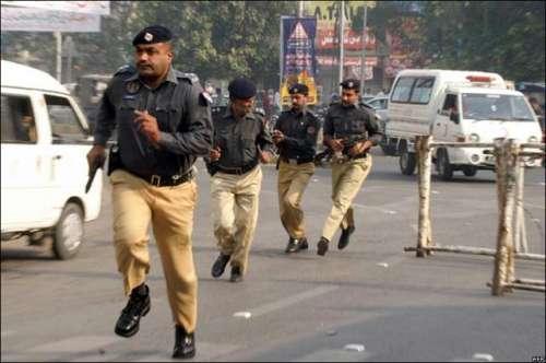 کراچی 'ناظم آباد میں پولیس ..