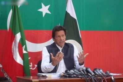 عمران خان نے وزیر اعظم نواز شریف سے استعفے کا ..