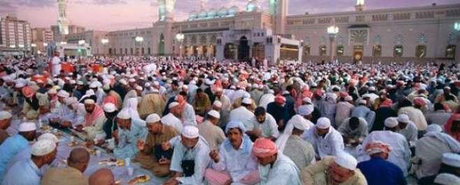 سعودی عرب سمیت خلیجی ممالک میں رمضان کا چاند نظر آگیاہے،کل پیرکو پہلا ..