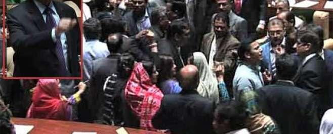 سندھ اسمبلی کا اجلاس: ایم کیوایم اور پیپلزپارٹی کے ارکان آپس میں گتھم ..