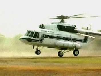پاکستانی ہیلی کاپٹر کا عملہ ہماری تحویل میں ہے۔سینئر ..