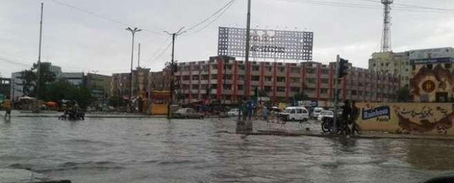 کراچی میں بارشوں کے دوران مختلف حادثات میں 14 افراد ہلاک ہوگئے ہیں جبکہ ..