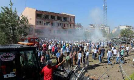 ترکی میں دو کار بم دھماکوں میں 6 افراد ہلاک اور ..