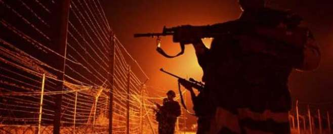 سرینگر، بارمولا میں بھارتی فوج کے کیمپ پر حملہ، شدید فائرنگ، 2 بھارتی ..