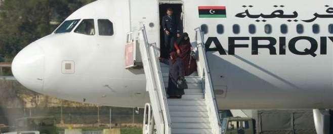 لیبیاکاطیارہ اغوا:ہائی جیکرزکاکرنل قذافی کے بیٹے کی رہائی کامطالبہ،دونوںاغواکارگرفتار