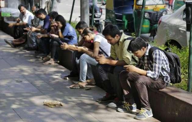 بھارت میں موبائل فون صارفین کی تعداد ایک ارب ہوگئی