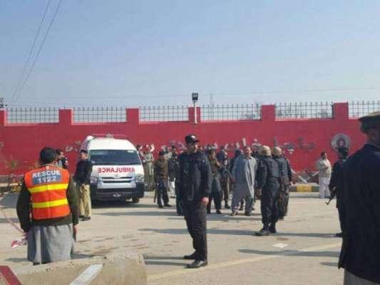باچا خان یونیورسٹی میں مارے جانے والے دہشت گردوں کی لاشیں پشاور کے ..