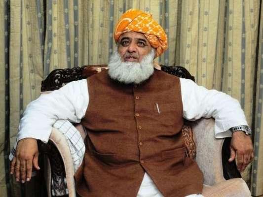 مولانا فضل الرحمان کے حامیوںنے اسلحہ اٹھا لیا