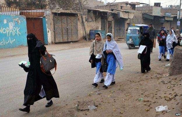 پشاور : ناقص سکیورٹی پر 200 نجی و سر کاری تعلیمی اداروں کے خلاف مقدمات ..