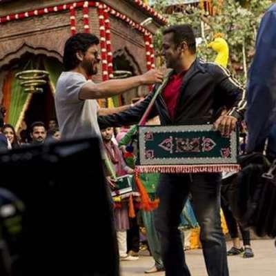 شاہ رخ خان اچانک سلمان خان کی فلم' 'سلطان' 'کے سیٹ پر پہنچ گئے