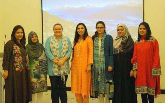 انگریزی کی تعلیم دینے والے پاکستانی اساتذہ کی امریکی سفارتخانہ کے ..