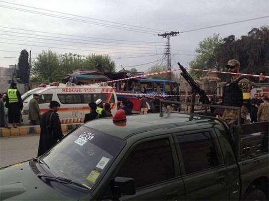 پشاور : سیکریٹریٹ ملازمین کی بس میں دھماکہ 10افراد شہید50سے زائدد زخمی۔دھماکا ..