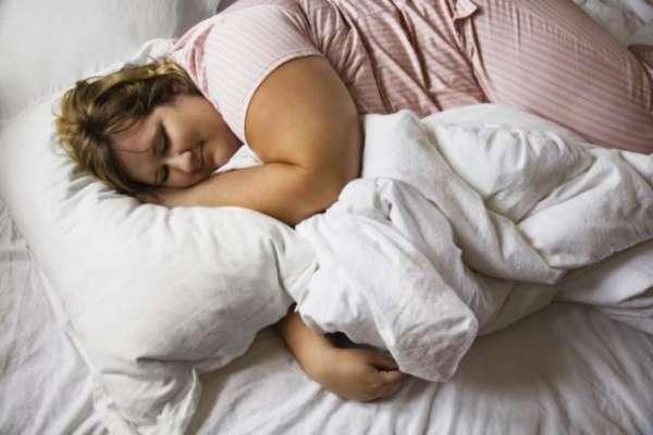 دیر سے سونے والے افراد زیادہ موٹے ہوتے ہیں۔ نئی تحقیق
