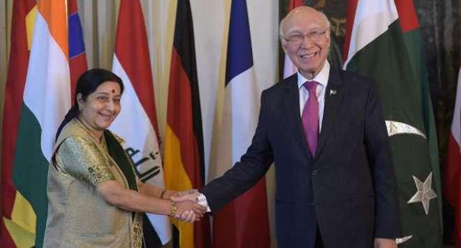 کھٹمنڈو میں سرتاج عزیز اور بھارتی وزیر خارجہ کے درمیان غیر رسمی ملاقات
