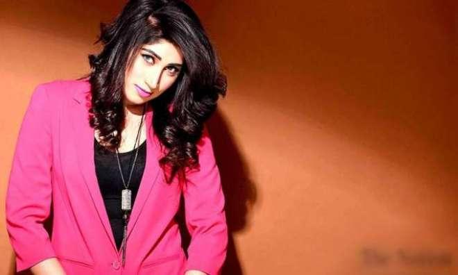 بھارتی گلوکار سونو نگم نے پاکستانی ماڈل قندیل بلوچ کو 'باہمت اور ذہین' ..