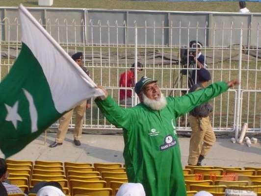 دنیا ئے کرکٹ کے میدانوں میں قومی کھلاڑیوں کی حوصلہ افزائی کرنیوالا ..