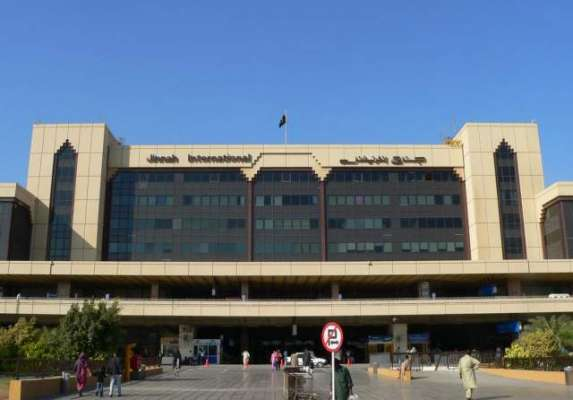کراچی ائیرپورٹ پر چارٹر طیارہ حادثہ کا شکار، پائلٹسمیت 3 افراد زخمی