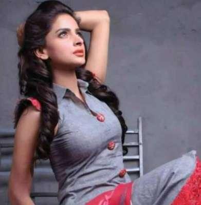 """صبا قمر نے فلم """" لاہور سے آگے"""" میں عائشہ عمر کی جگہ لے لی"""