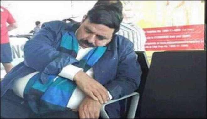 عوامی لیگ کے سر براہ شیخ رشید نے نئی دہلی ائیر پورٹ لاونج ہی میں آنکھ ..