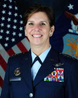امریکی فوجی تاریخ میں پہلی مرتبہ خاتون جنگی کمانڈکی سربراہی کے لیے ..
