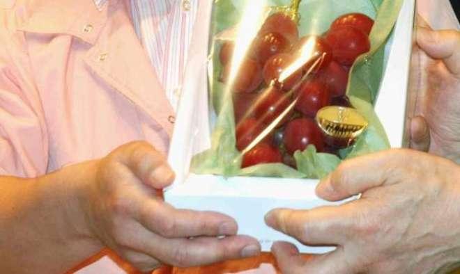 انگور کے ایک گچھے کی قیمت  11ہزار ڈالر۔ نیا ریکارڈ بن گیا