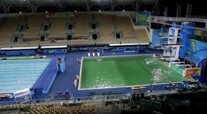 ریو اولمپکس میں سوئمنگ پول کا پانی حیران کن طور پر نیلے سے ہرا ہوگیا
