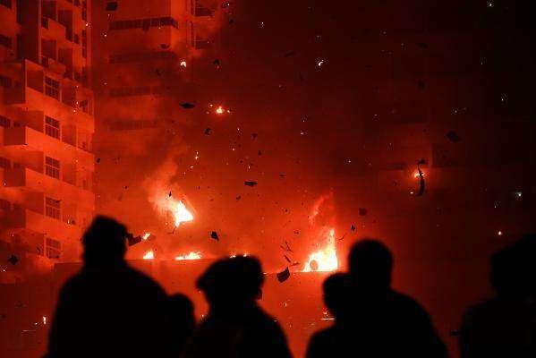 سعودی عرب کے دارلحکومت ریاض میں واقع گودام میں خوفناک آگ بھڑک اٹھی، ..