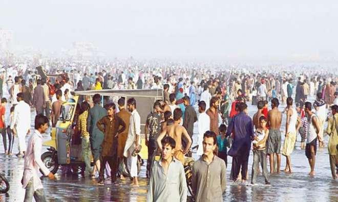 کراچی میں 3 روز کیلئے ساحل سمندر پر نہانے اور ون ویلنگ پر پابندی عائد