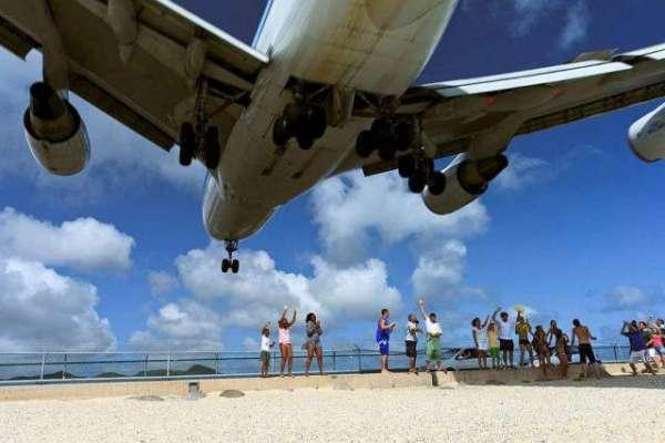 اگر اڑتے جہاز کو ہاتھ لگانا ہے تو اس جزیرے سے بہتر کوئی جگہ نہیں