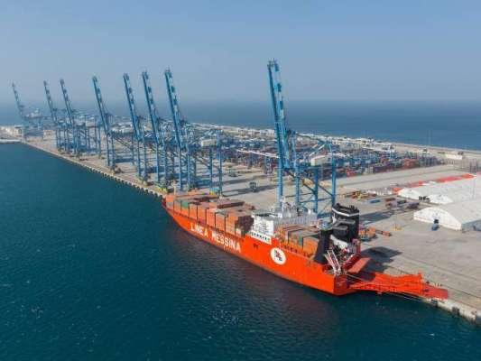 گوادر پورٹ کے باقاعدہ افتتاح کے بعد پاک بحریہ کے جہازوں کی زیر حفاظت ..