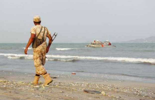 اتحادی فوج نے یمن کے ساحل پر دو اسلحہ بردار کشتیاں پکڑ لیں
