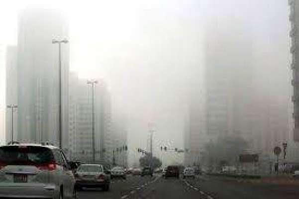 دبئی: دھند کی وجہ سے صبح سویر متعدد چھوٹے بڑے ٹریفک حادثات