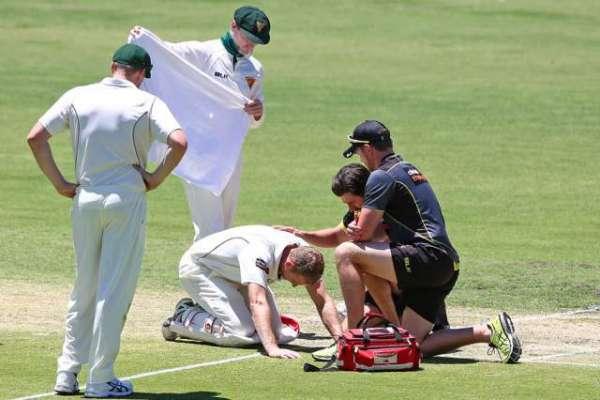 آسٹریلوی بیٹسمین ایڈم ووجز بائونسر لگنے سے شدید زخمی