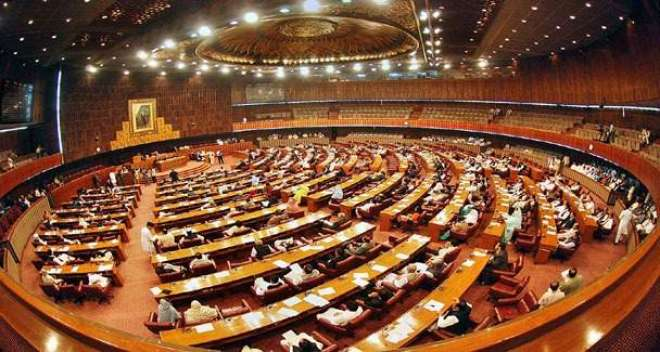 پارلیمنٹ کے مشترکہ اجلاس کے دوران مختلف جماعتوں کے اراکین کی ایک دوسرے ..