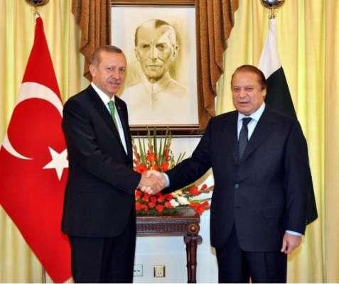 ترک صد کی پارلیمنٹ آمد کے موقع پر دونوں ممالک کے قومی ترانے  پڑھے گئے