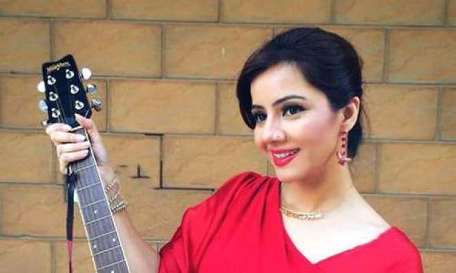 نیا سال میوزک انڈسٹری ترقی کے لئے اہم ہوگا ، گلوکارہ رابی پیرزادہ