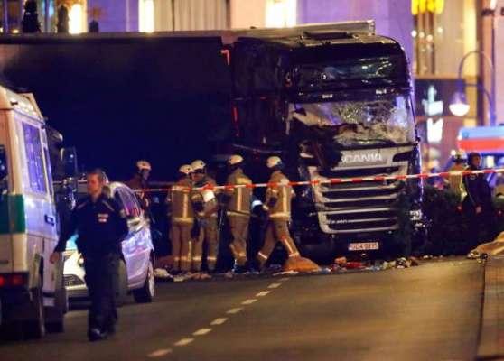 برلن میں کرسمس کی خریداری کے لیے لگی ایک مارکیٹ میں ٹرک کے ٹکرانے سے ..